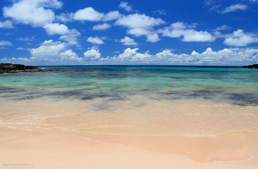 playa anakena isla de pascua chile