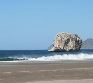 playa naranjo roca bruja guanacaste